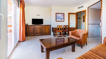 2-apartamento-familiar-superior-salon.jpg
