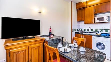 3-apartamento-con-vistas-al-mar-y-golf-cocina.jpg