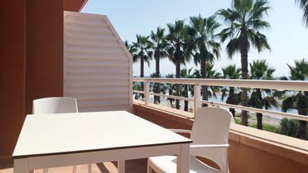 4-apartamento-con-vistas-al-mar-y-golf-terraza.jpg