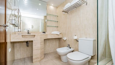 5-apartamento-con-vistas-al-mar-y-golf-wc.jpg