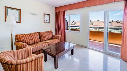 2-apartamento-familiar-con-vistas-piscina-comedor.jpg