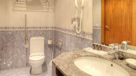 6-apartamento-familiar-con-vistas-piscina-wc.jpg