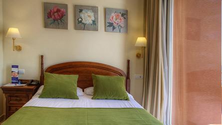 1-apartamento-superior-vistas-al-mar-dormitorio.jpg