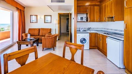 3-apartamento-superior-vistas-al-mar-cocina.jpg