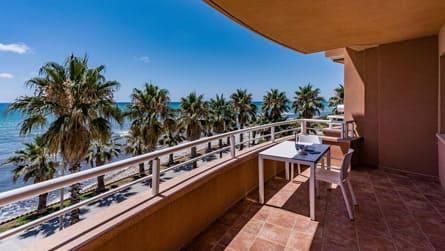 4-habitacion-doble-superior-vistas-mar-terraza.jpg