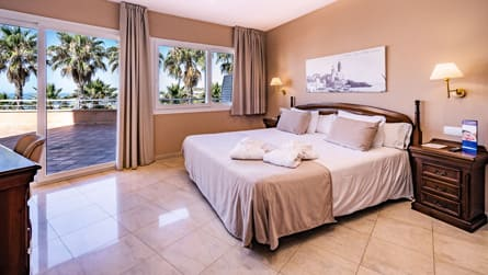1-suite-vistas-mar-dormitorio.jpg