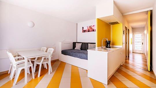 apartamento-familiar-sitges-comedor.jpg