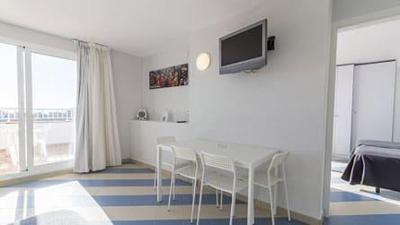2-apartamentos-superior-sitges-salon.jpg