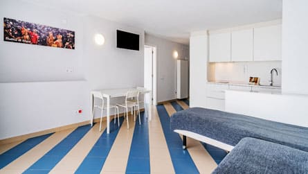 4-apartamentos-superior-sitges-comedor.jpg
