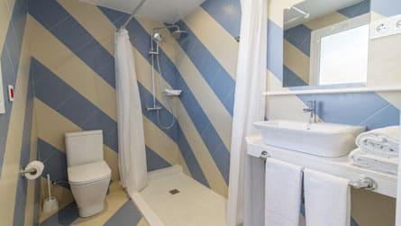 7-apartamentos-superior-sitges-lavabo.jpg