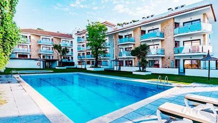 apartamentos-apollo-sitges-con-piscina.jpg