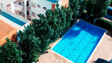 1-apartamentos-arizona-sitges-con-piscina.jpg