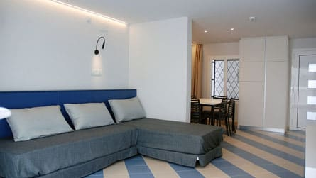 2-apartamento-familiar-sitges-salon.jpg