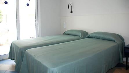 4-apartamento-familiar-sitges-habitacion-doble.jpg