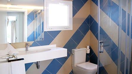 7-apartamento-familiar-sitges-lavabo.jpg