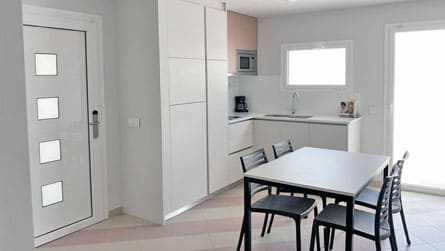 1-estudio-familiar-sitges-comedor.jpg
