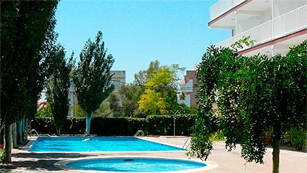 1-apartamentos-atlanta-sitges-con-piscina.jpg