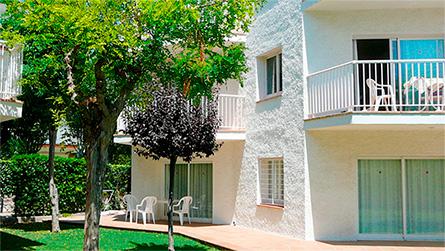 2-apartamentos-atlanta-sitges-con-piscina.jpg