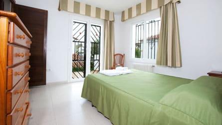 6-casa-turistica-sitges-habitacion.jpg
