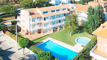 2-apartamentos-con-piscina-sitges.jpg
