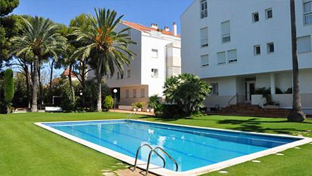 1-apartamentos-talaia-piscina-sitges.jpg