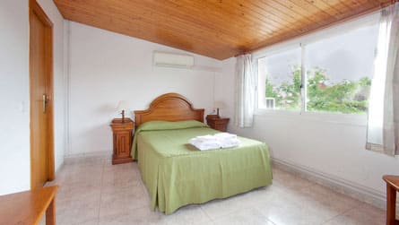 2-apartamento-turistico-sitges-dormitorio.jpg