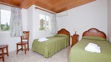 3-apartamento-turistico-sitges-dormitorio.jpg