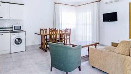 1-apartamento-vacacional-sitges-comedor.jpg